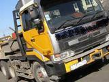 Nissan diesel traktor Седельный тягач